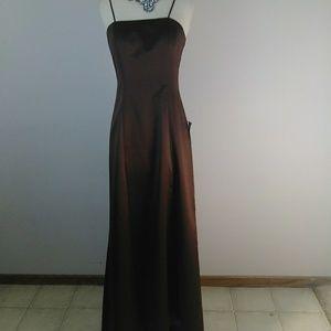 JS Boutique Formal Dress. [Gowns]